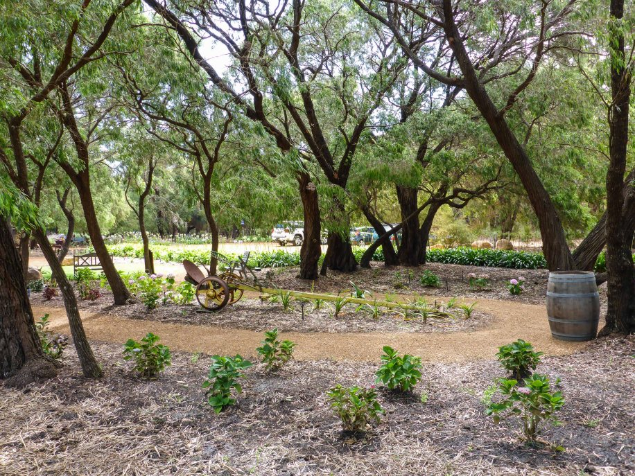 6-1 garden at eagle bay olives